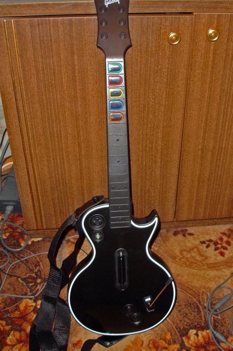 470-guitar_hero_3_out_of_the_box_05.jpg